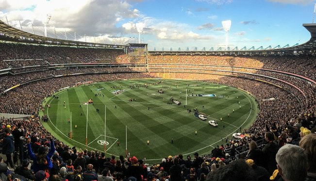 800px-2017_AFL_Grand_Final_panorama_after_final_siren