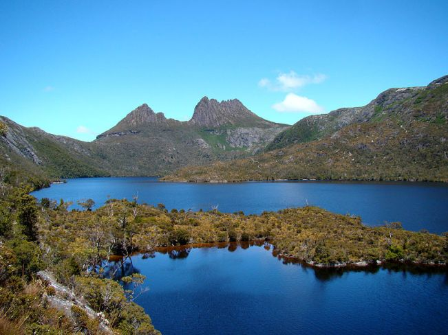 800px-Cradle_Mountain_Behind_Dove_Lake