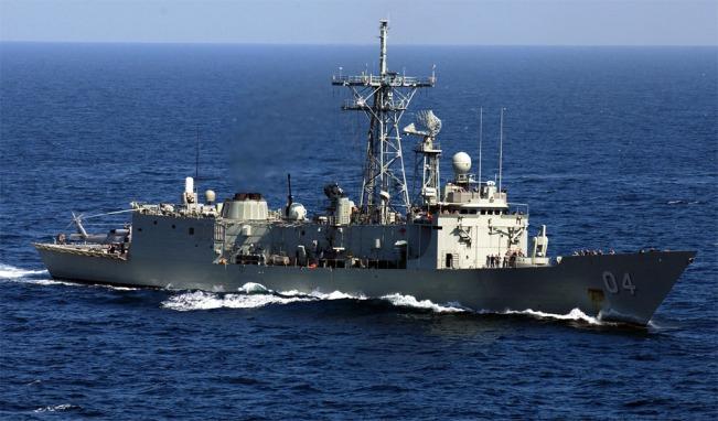 HMAS_Darwin_F-04