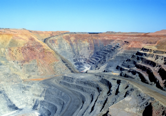 CSIRO_ScienceImage_5914_Open_cut_mining_operations_at_the_Paddington_Gold_Mine_near_Kalgoorlie_WA_1998